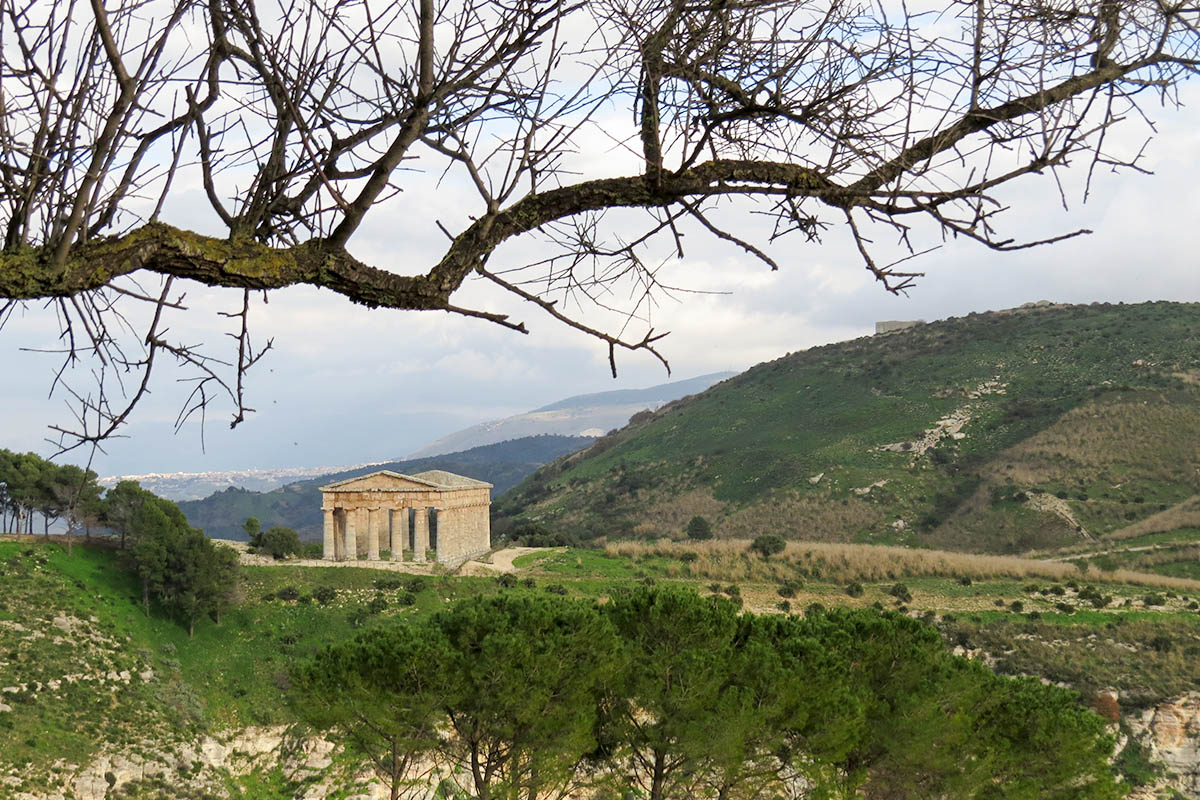 Vista Sul Tempio E Sul Monte Barbaro – Foto E Rossi