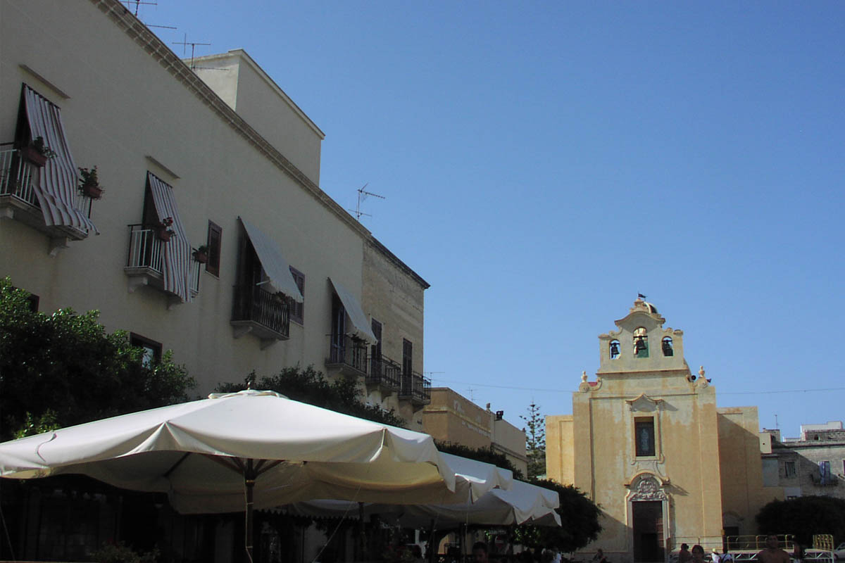 Favignana, Piazza Foto ReHu